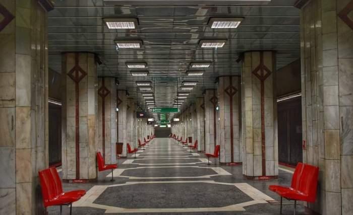 Panică la stația de metrou Eroii Revoluției. Călătorii au fost evacuați din de urgență din cauza unei degajări de fum