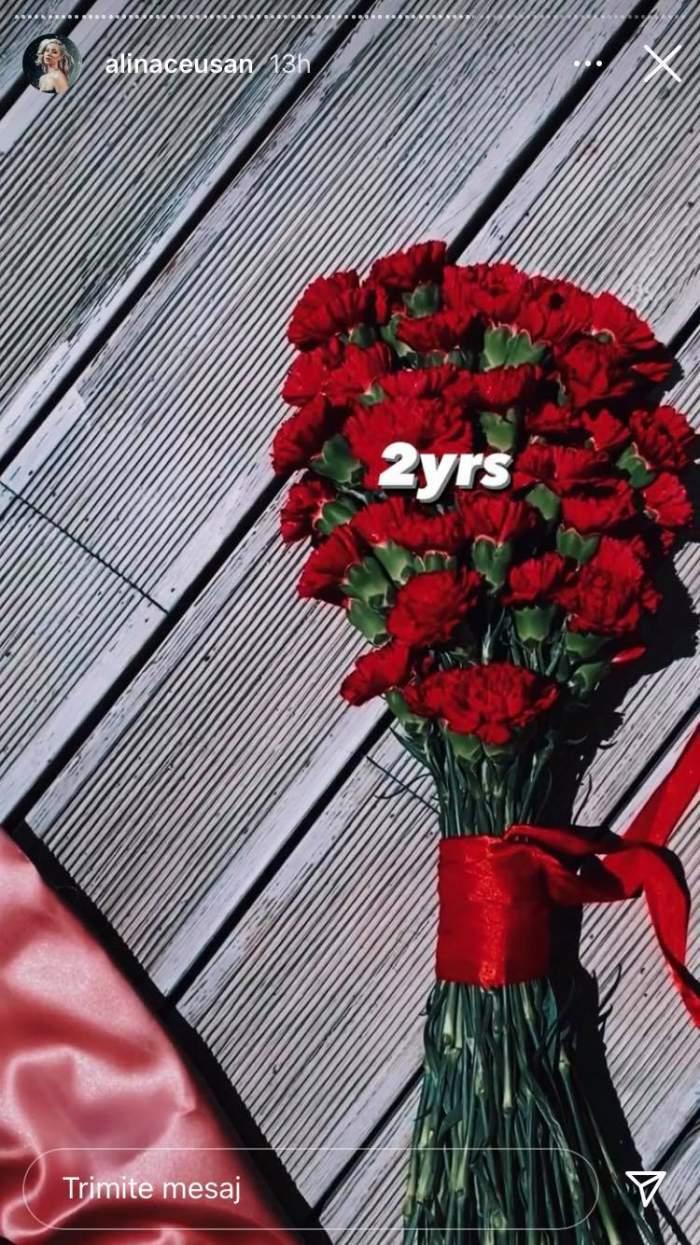 Alina Ceușan a primit de la soțul ei un buchet de garoafe roșii odată cu împlinirea a doi ani de căsătorie.
