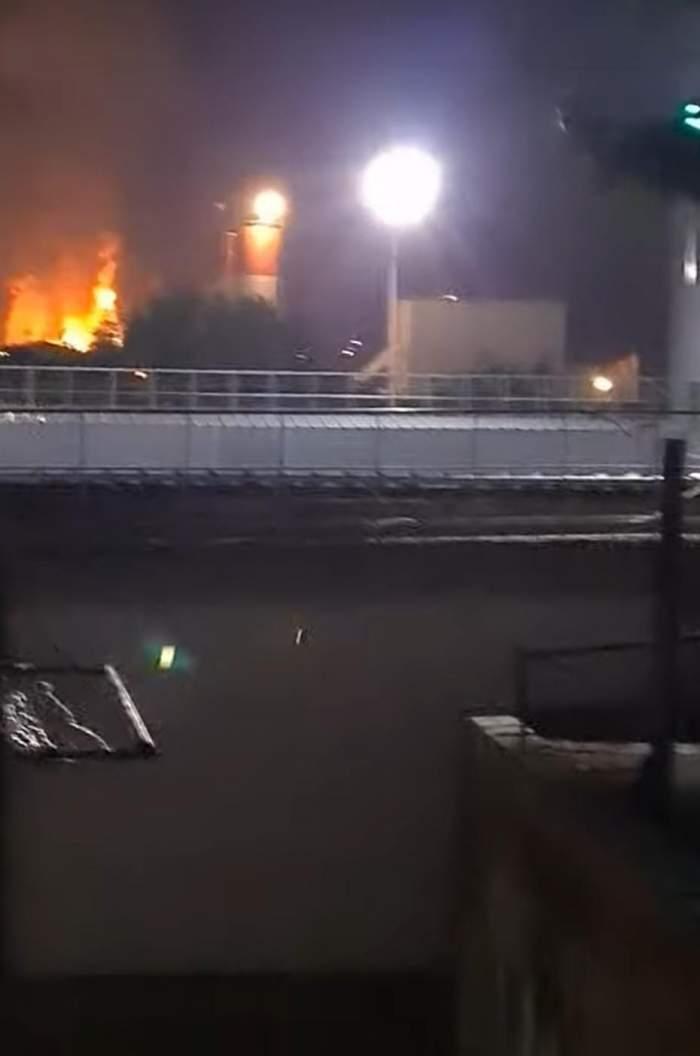 Clipe de groază pentru locuitorii orașului Târgu Mureș. Flăcările exploziei de la Combinatul AzoMureș, surprinse de la zeci de kilometri / VIDEO