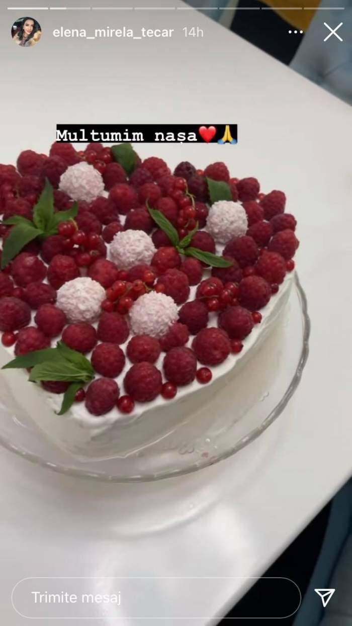 Mirela Banias a primit un tort în formă de inimă, ornat cu fructe de pădure, odată cu aniversarea celor doi ani de căsnicie.