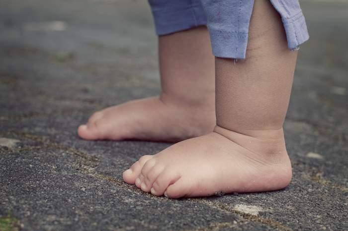 Copil de 2 ani și 9 luni, căzut de la etajul patru al unui bloc din Gorj. Cel mic a supraviețuit miraculos