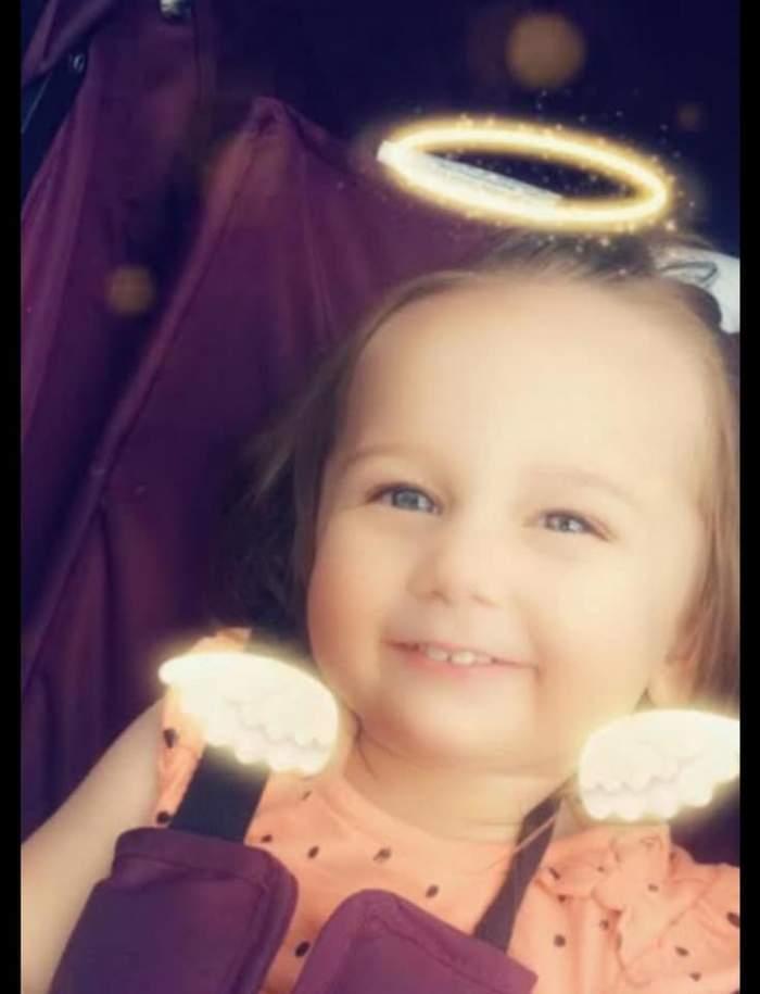 O fetiţă de trei ani a fost găsită moartă în casă. Cea care i-a dat viață este acum judecată pentru crimă