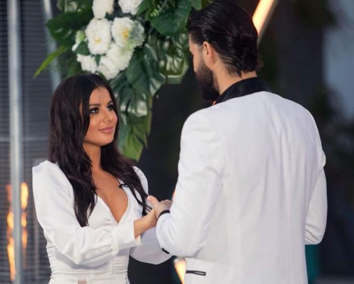 """Ana Bene, în brațele altui bărbat după despărțirea de Andi Constantin. Cui i-a zis câștigătoarea Burlacul """"Da de trei ori"""" / FOTO"""
