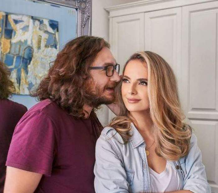 Florin Dumitrescu îi spune ceva la ureche soției sale