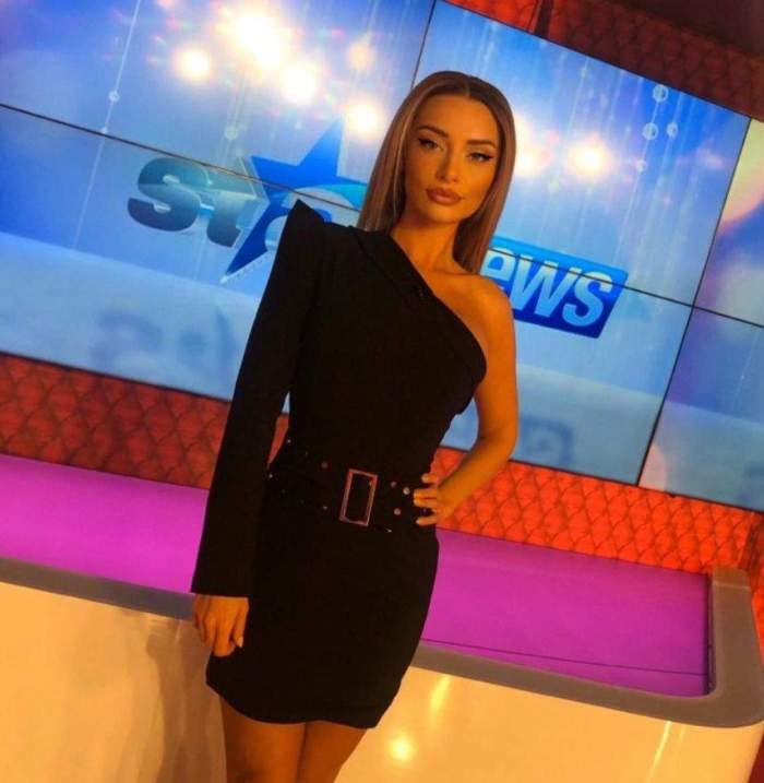 Ramona Ilie, în rochie neagră, cu mâna în șold