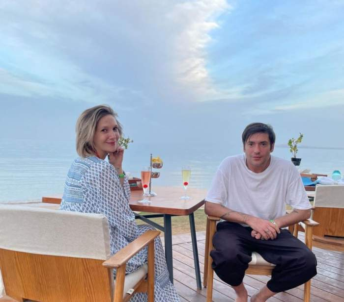 Adela Popescu și Radu Vâlcan iau masa, la apus