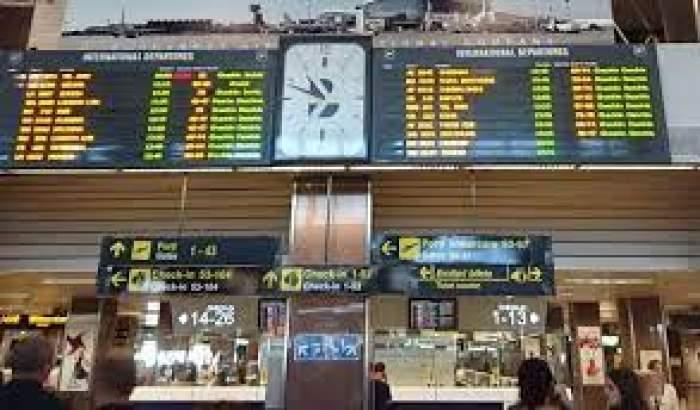 Tabloul curselor de zbor din aeroport