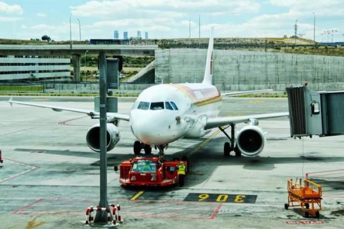 Un avion pe pistă