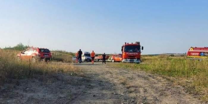 Mai multe mașini de pompieri și salvare pe câmp