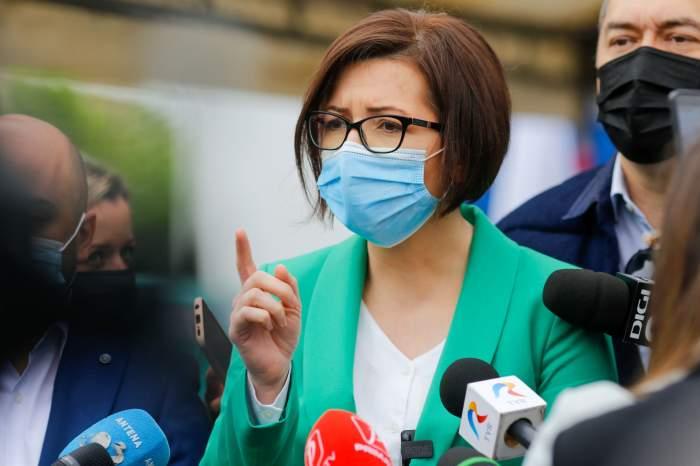 A fost aprobată propunerea de a oferi bonuri de masă românilor care se vaccinează