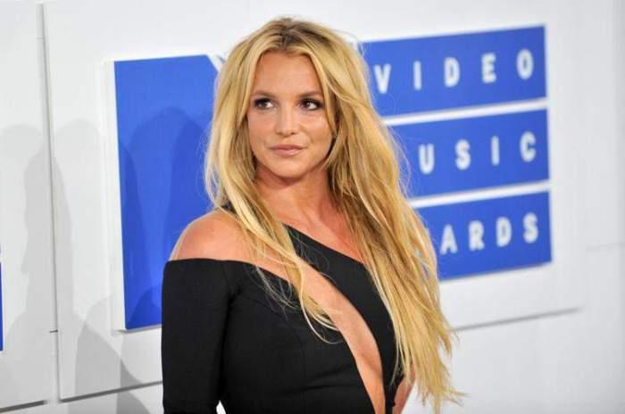 Britney Spears, în ținută neagră