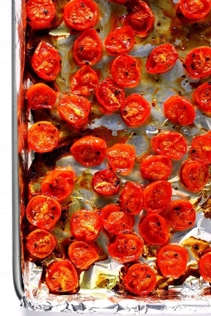 Mai multe roșii tăiate