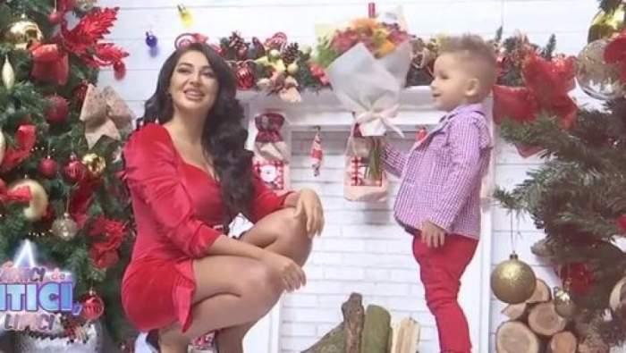 Elena Ionescu și copilul, îmbrăcați la fel