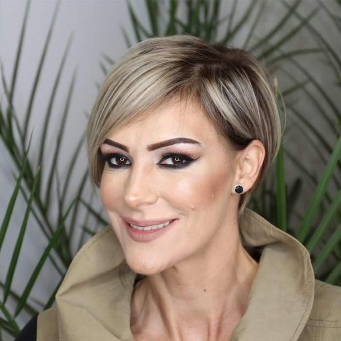 Roxana Ciuhulescu, machiată, îmbrăcată în crem