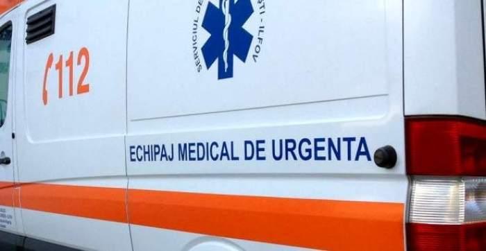 Un bărbat din Ocna Sibiului aflat în stare de ebrietate a deschis ușa ambulanței și a coborât din mers