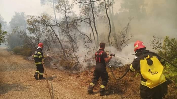 pompieri lupta cu flacarile