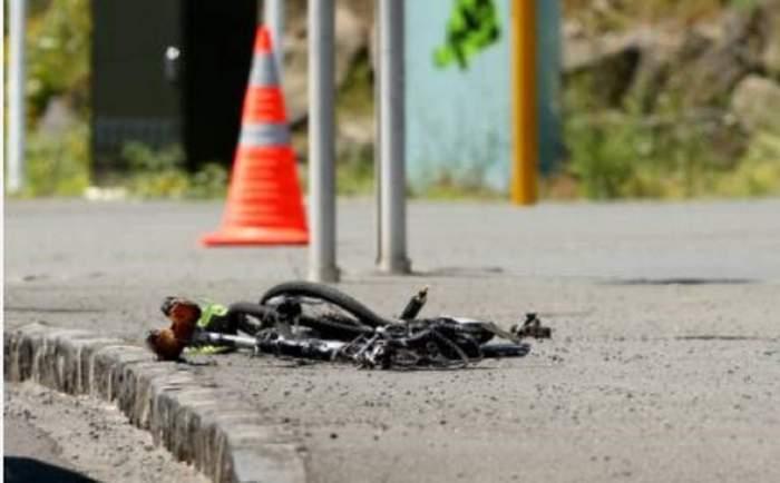 Tragedie în județul Dolj! O fetiță a fost spulberată de o mașină în timp ce se afla pe bicicletă, apoi lăsată să moară pe marginea drumului