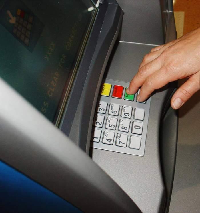 Un bucureștean a fost omorât după ce a scos bani de la bancomat. Agresorul a fost reținut de oamenii legii