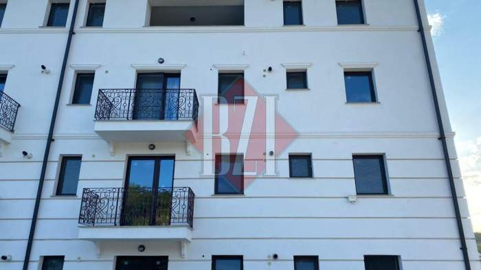 Primele imagini de la locul în care o fetiță de doi ani căzut de la etaj, în Iași. Numai o minune a salvat-o pe cea mică