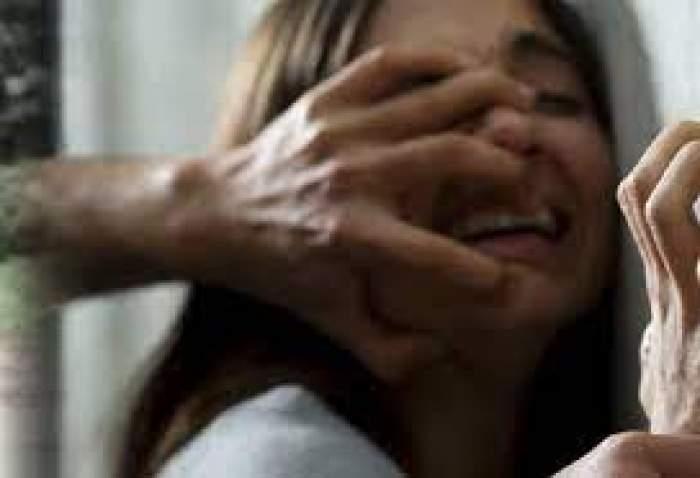 O fată hărțuită