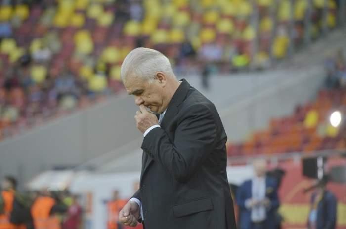 Anghel Iodănescu, cu privireea în jos pe stadion