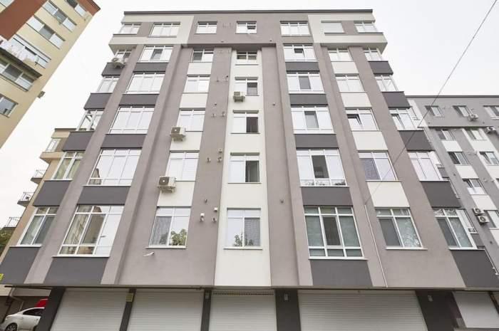 Un bărbat de 60 de ani din Reșița a murit după ce a căzut de la etajul patru. Cunoscuții exclud faptul că și-ar fi luat viața