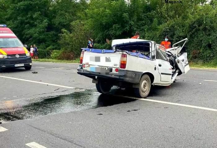 Mașina s-a rupt pe jumătate