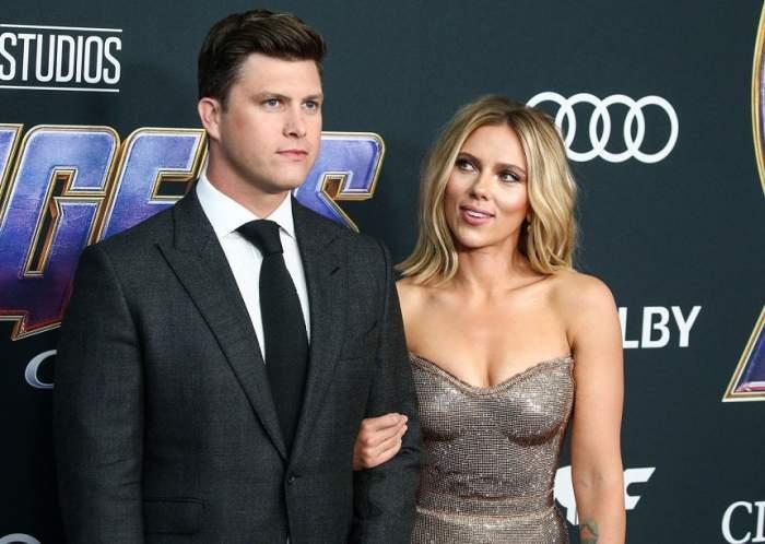 Scarlett Johansson și Colin Jost pe covorul roșu