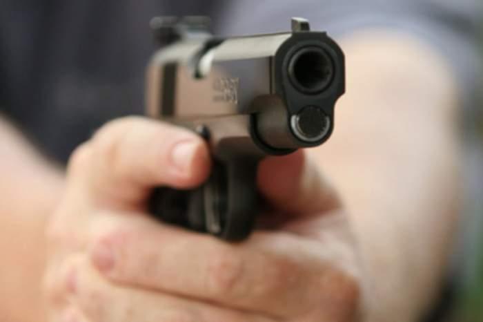 O tânăra de 20 de ani din Brașov a fost împușcată în cap de iubitul său italian, după o ceartă care ar fi degenerat