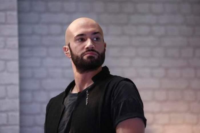 Mihai Bendeac, îmbrăcat în negru