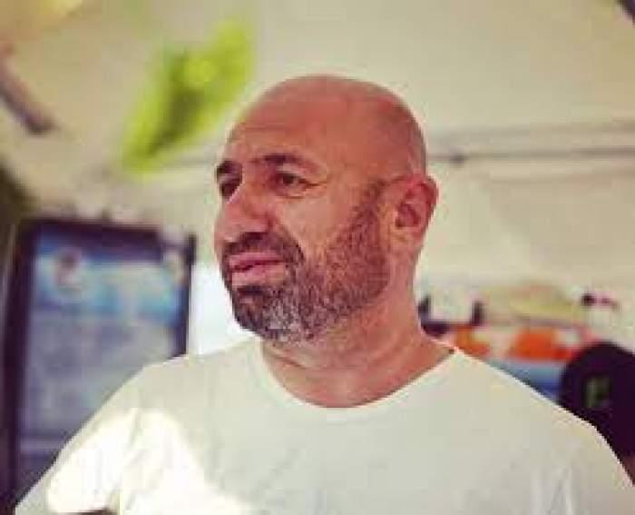Cătălin Scărlătescu, zâmbitor, în tricou alb