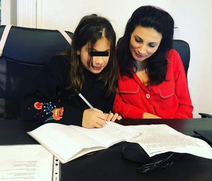 ioana ginghina si fiica scrie
