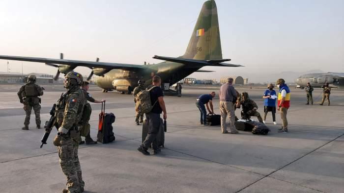 Românii evacuați din Afganistan s-au întors acasă. Ce mesaj le-a transmis președintele României, Klaus Iohannis