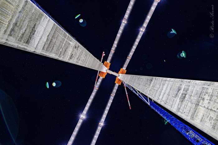 Imagini spectaculoase surprinse la podul peste Dunăre, în Brăila. S-au aprins luminile pe toată lungimea construcției / FOTO