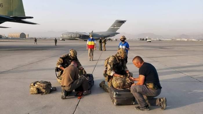 """Militarii români salvaţi din Afganistan descriu infernul pe care l-au trăit: """"Cel mai îngrozitor moment a fost când..."""""""