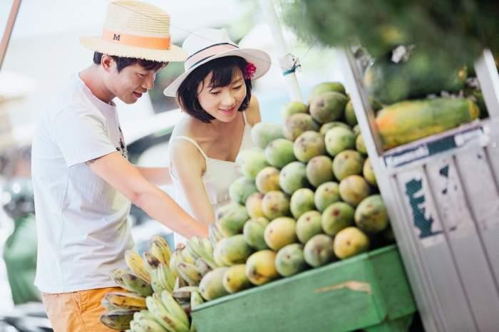 doi chinezi la piață