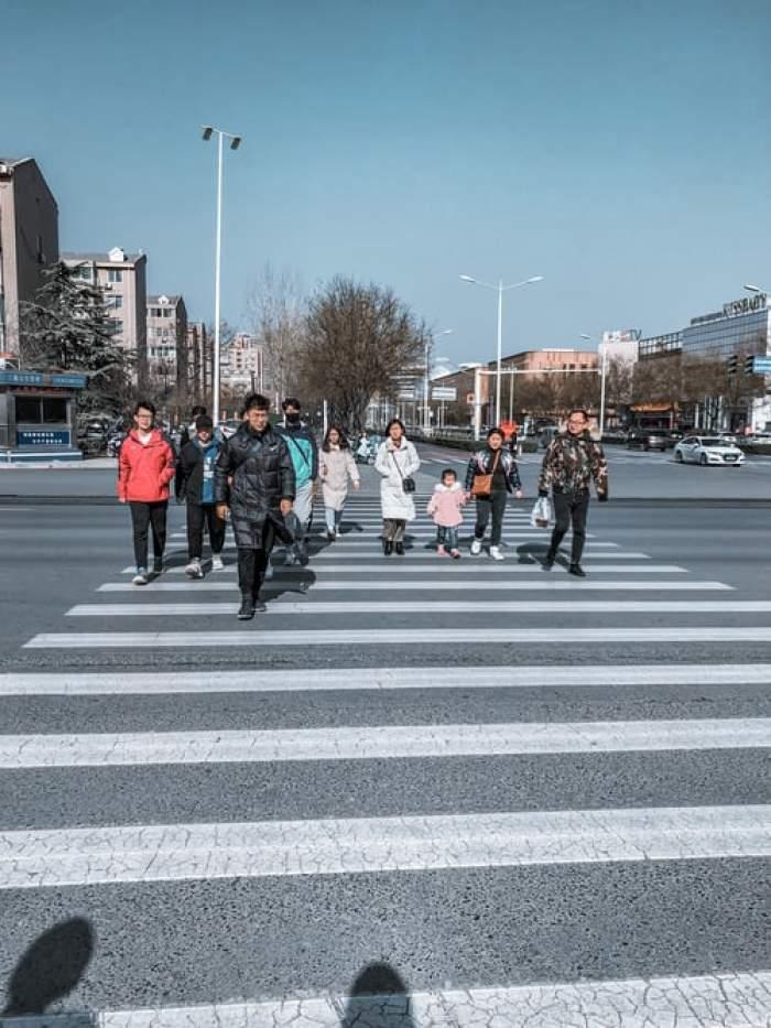 Cuplurile chineze căsătorite vor putea avea trei copii. Au primit permisiunea statului