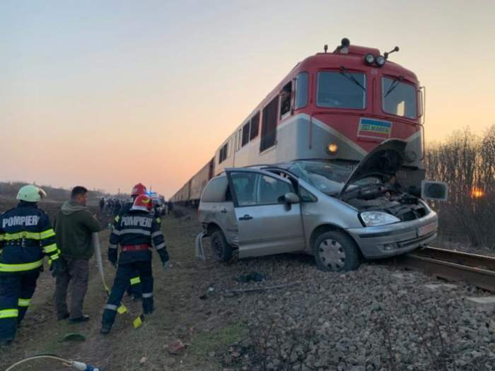 tren impact cu o masina