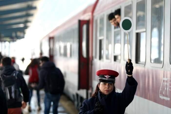 Călătorii CFR își vor putea plăti biletul direct în tren, cu cardul. Noul sistem, implementat între Gara de Nord și aeroportul Otopeni