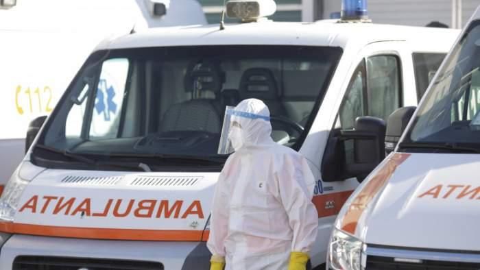 Tragedie în curtea spitalului Rădăuți! Un bărbat infectat cu COVID-19 a refuzat să fie internat, iar la scurt timp a murit chiar în incinta acestuia