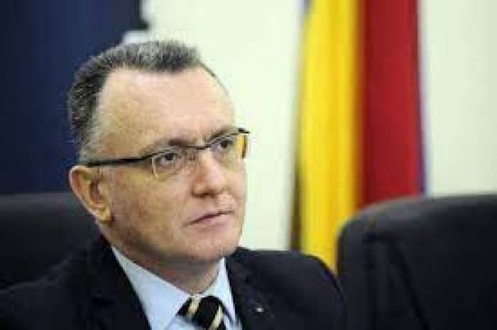 Sorin Cîmpeanu, în costum negru