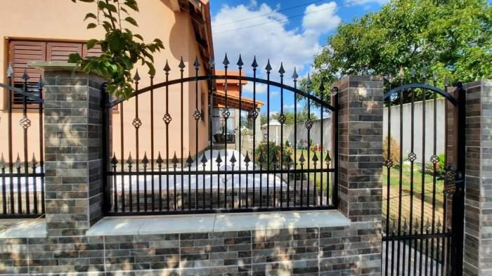 un gard cu țepi de metal