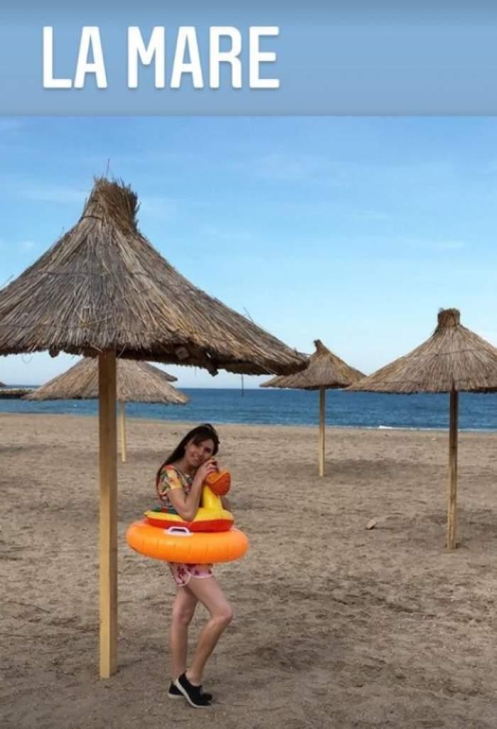 vulpita la mare pe plaja