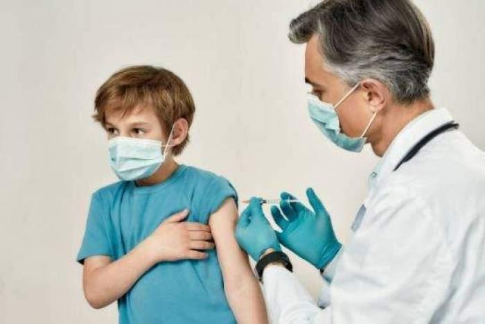 Cum se va desfășura vaccinarea anti-Covid în școli și universități. Anunțul făcut de Valeriu Gheorghiță