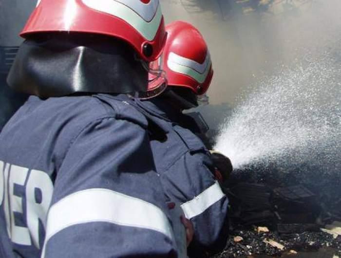Un bărbat din Botoșani a ars pe 30% din suprafaţa corpului. Își incendiase propriul autoturism, din greșeală