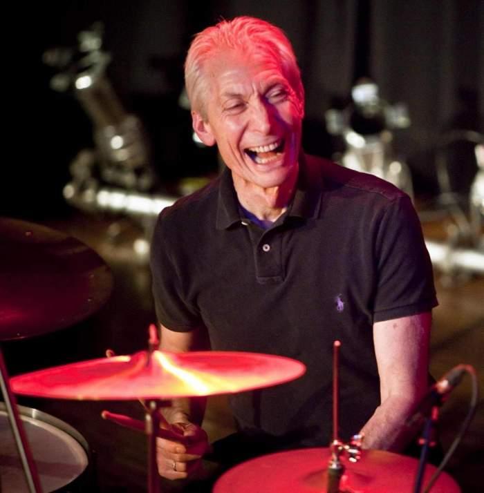 Doliu în lumea rock-ului! Charlie Watts, toboșarul trupei Rolling Stones, s-a stins din viață la 80 de ani