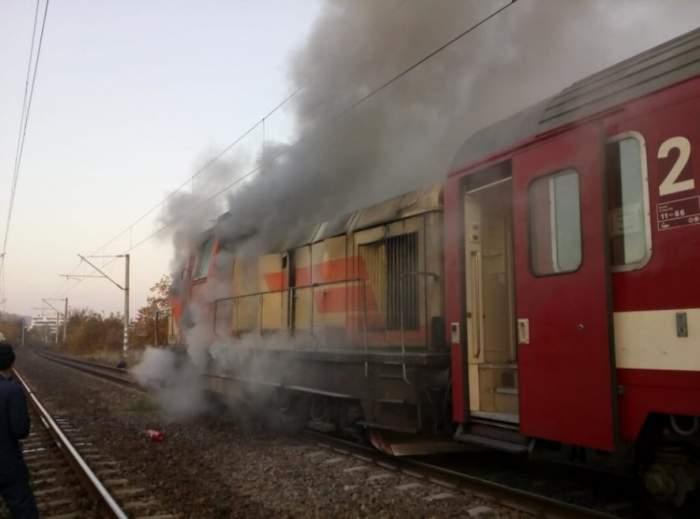 Locomotiva unui tren a luat foc în gara din Titu. Pompierii au intervenit imediat