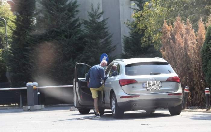 Ce nu face Alina Sorescu pentru o masă bună! Cum a fost surprinsă vedeta în trafic alături de tatăl ei / PAPARAZZI