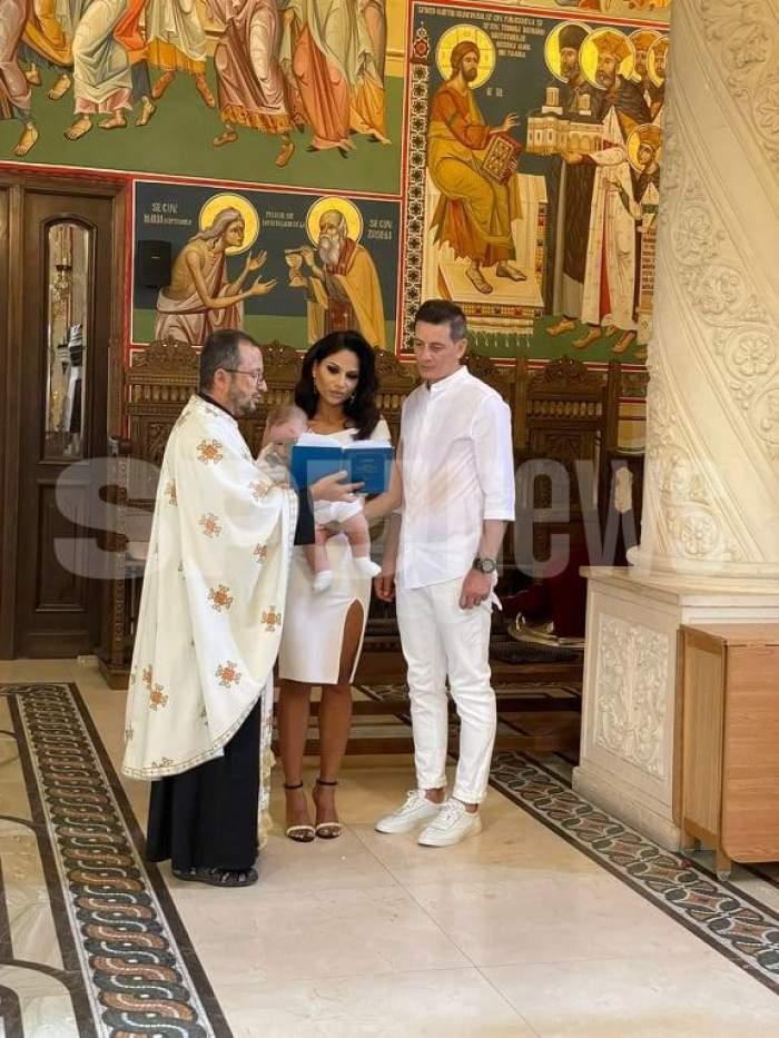 Nasrin Ameri și soțul ei, nași de botez pentru prima oară de la nuntă. Cum s-a descurcat prezentatoarea Antena Stars în rolul de părinte spiritual / PAPARAZZI