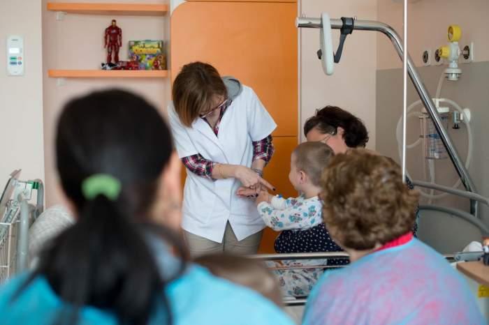 """Care sunt simptomele de coronavirus la copii ce necesită spitalizare: """"Pot face forme severe dacă sunt obezi"""""""